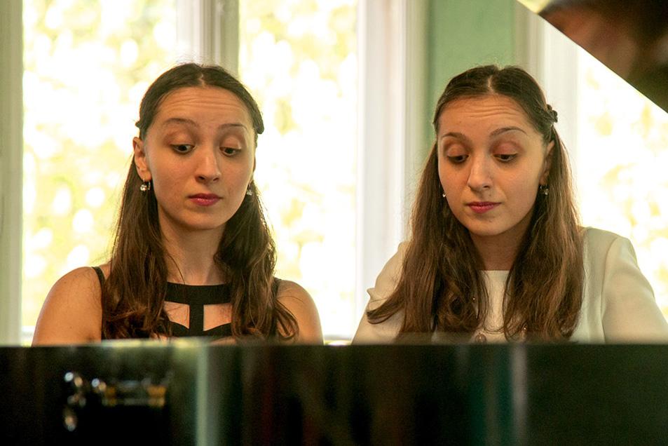 Das Klavierduo Ani und Nia Sulkhanishvili